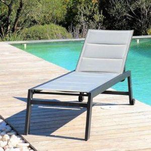 transat-bain-soleil-jardin-piscine